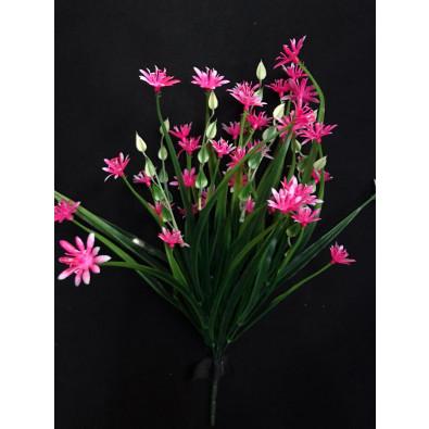 Cebollin con flor de plástico rosa